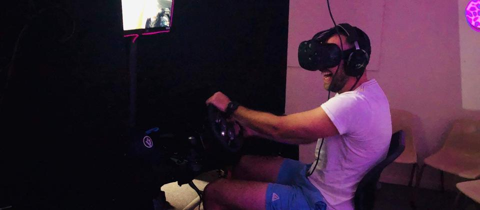 Virtual Reality car race against your friends!
