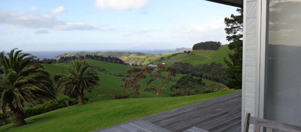 luxury-holiday-houses-villas-apartments-new-zealand-sue-s-2nd-house-110-waiheke-island.94401.904x505.jpeg