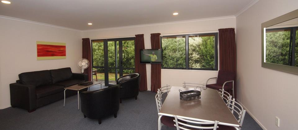 2 bedroom suite - lounge/dining