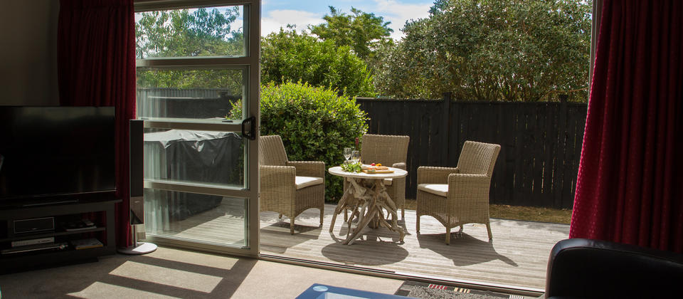Martinborough Mews, living room and deck. BBQ facilities.