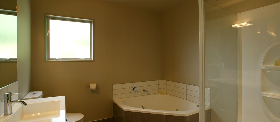 Two-bedroom bathroom