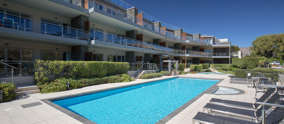 Pools and Spas at Lakeside Apartments