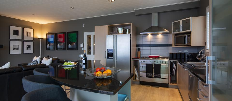 Queenstown-holiday-home-kitchen-Panorama-on-the-Terrace.jpg