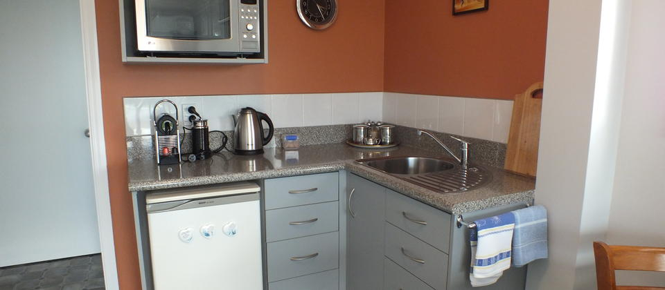The Garden & Mountain Views Kitchenette