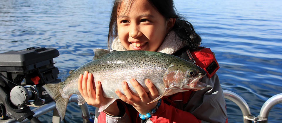 Enjoy a fishing demonstration and even have a go (with purchase of a license) on the Taste of Taupo Scenic Cruise