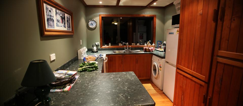 Full kitchen with washing machine
