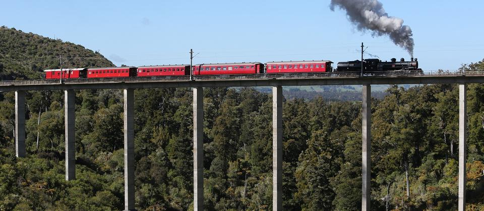 Tour train on Hapuawhenua  Viaduct near Ohakune.