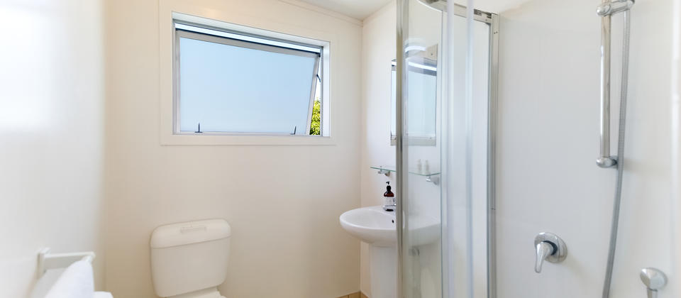 Tiri Cottage - Bathroom.jpg