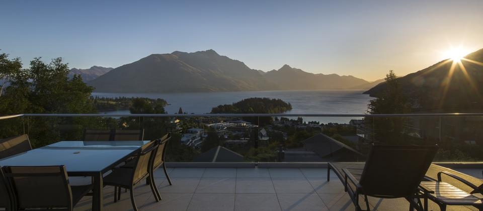 Queenstown-sunset-from-Queenscliff-private-accommodation.jpg