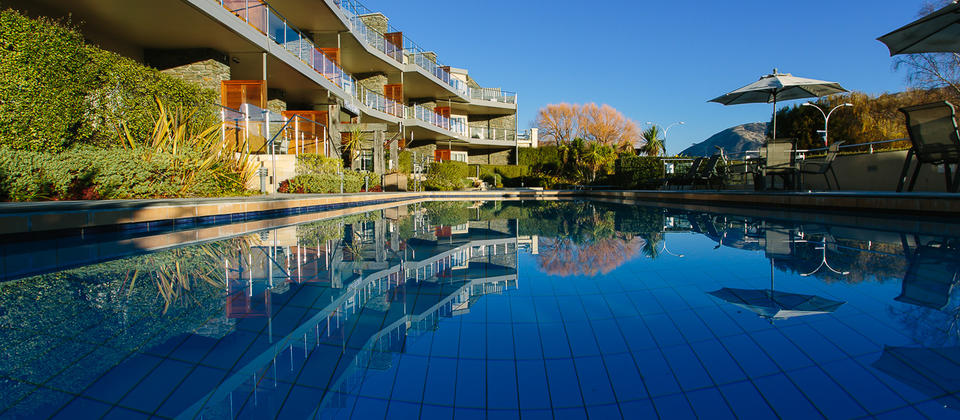 Lakeside Apartments Wanaka with pools and spas