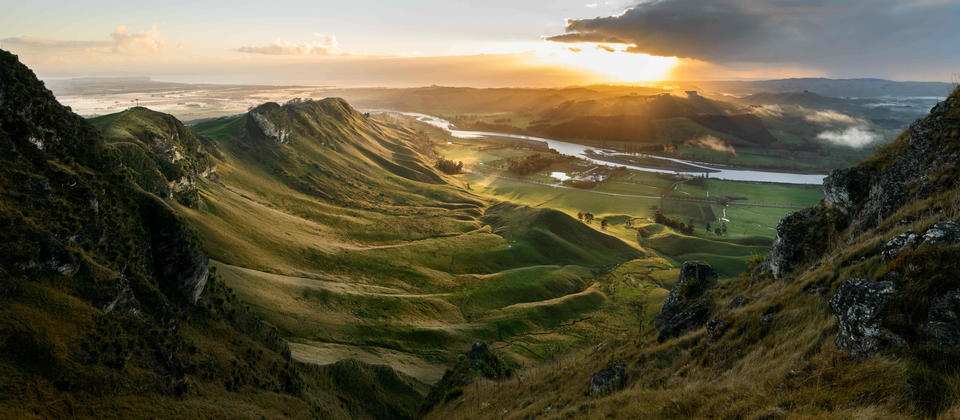 Dramatic views across Hawkes Bay from Te Mata Peak
