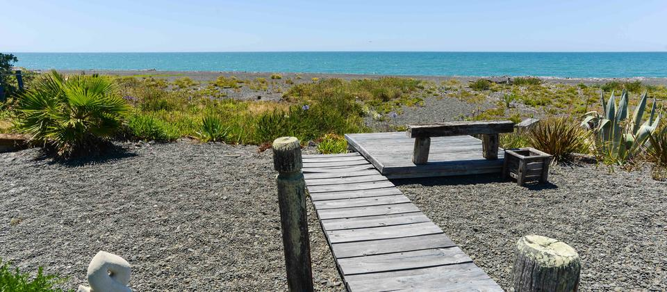 Path to beach from house-sml.jpg
