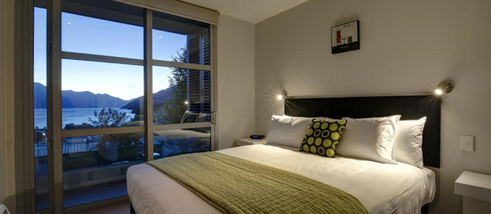 luxury-holiday-houses-villas-apartments-queenstown-modern-lake-apartment-5371-new-zealand.76356.904x505.jpg