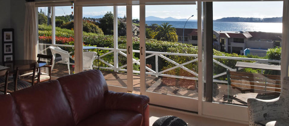 taupo-thermal-escape-5203-new-zealand-lake-taupo-luxury-holiday-houses-villas-apartments.93798.904x505.jpg