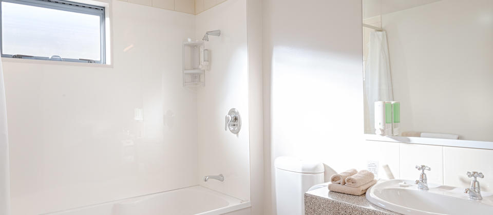 Bella Vista Oamaru Superior Spa Bath, Queen Family Unit, King Family Unit - Bathroom-.jpg