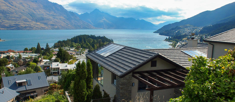 Limerick Lane Exterior and views over Lake Wakatipu