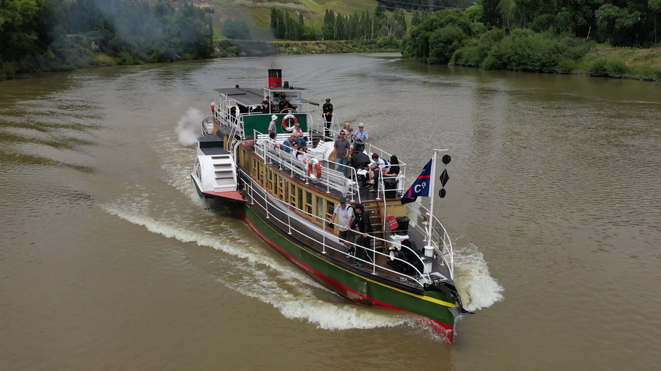 The Paddle steamer Waimarie making her way up river