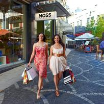 Enjoy the glitz and glamour of designer stores alongside vintage shops and quirky New Zealand art on Auckland's high streets.