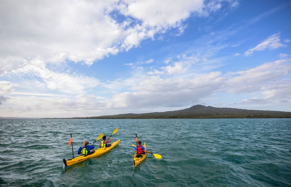 Kayaking to Rangitoto