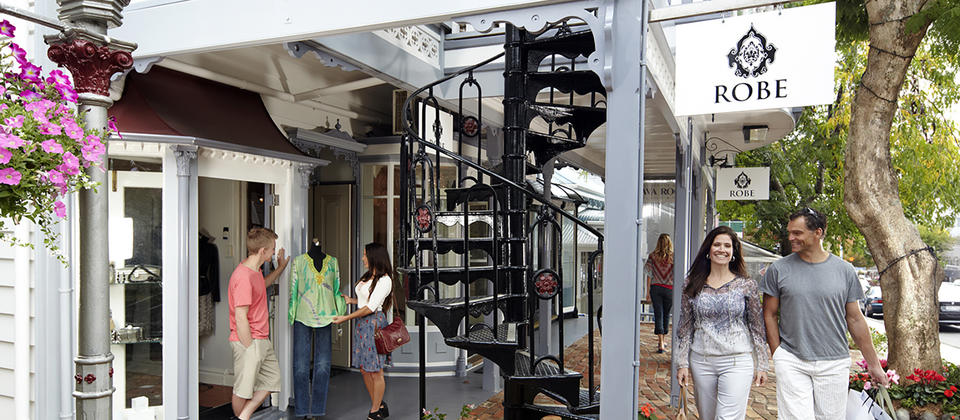 Parnell is famed for its boutique style stores set within heritage buildings. Shopping here is a truly charming affair.