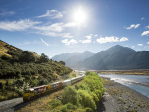Tranz Alpine on Waimakariri River