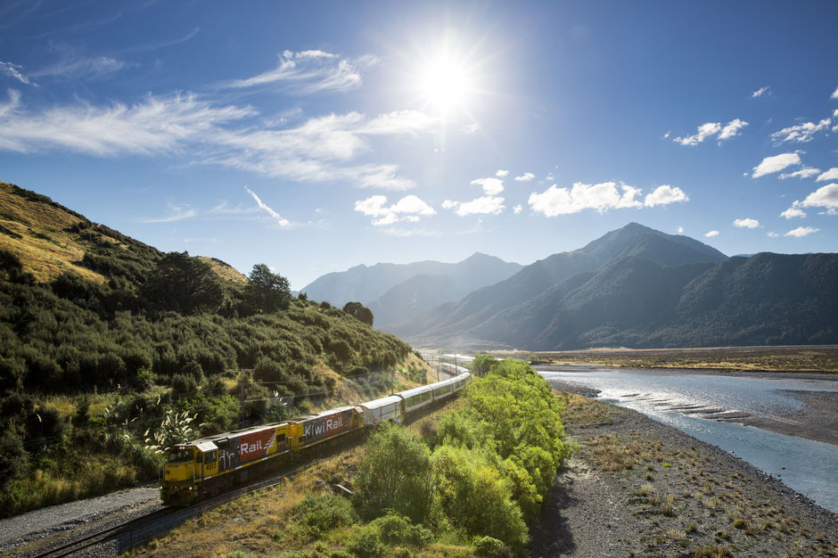 Tranz Alpine, alongside Waimakariri River