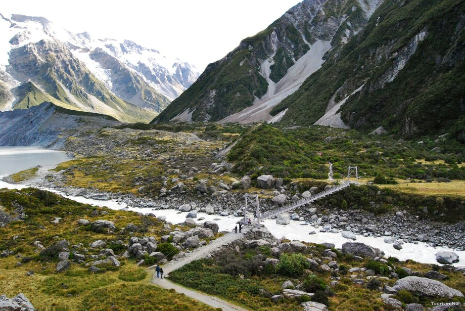 There are a number of short walks you can enjoy in Aoraki Mount Cook National Park, including the Hooker Valley Track and Governors Bush Walk.