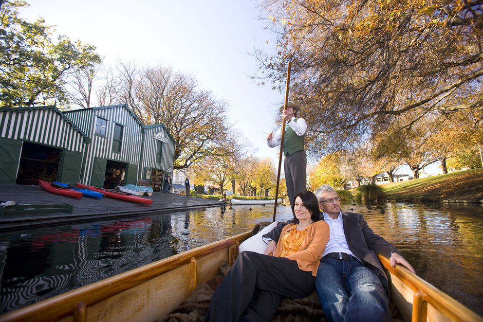Glide along the tranquil Avon River in Christchurch as a skilled punter in traditional Edwardian attire propels you slowly along the water.