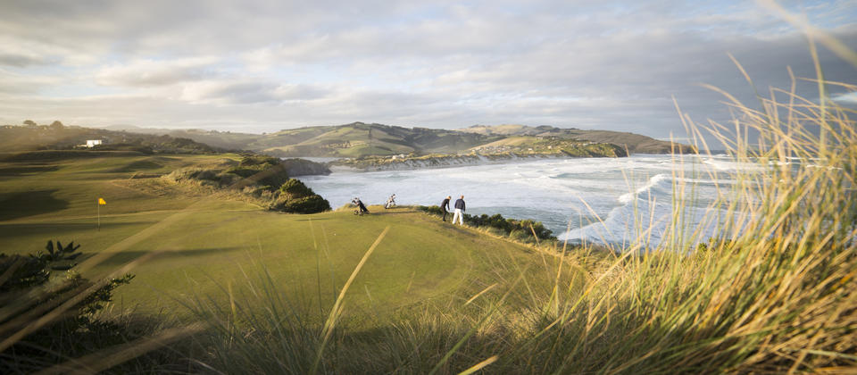 Chisholm Links Golf Club is an 18-hole Championship links style course with amazing scenery over the Pacific Ocean and the local region.
