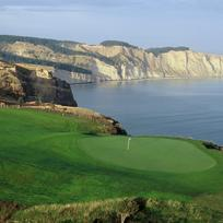 Designed by legendary golf architect Tom Doak, Cape Kidnappers Golf Course in Hawke's Bay is ranked no. 16 in the world by Golf Digest.
