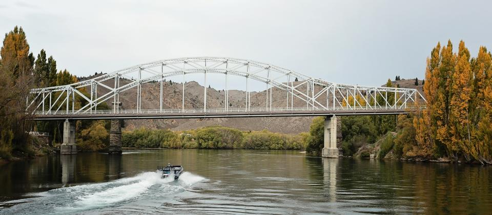 Explore the beautiful Roxburgh Gorge area - by boat, by bike or on foot.