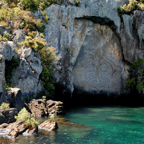 Māori Carvings at Mine Bay