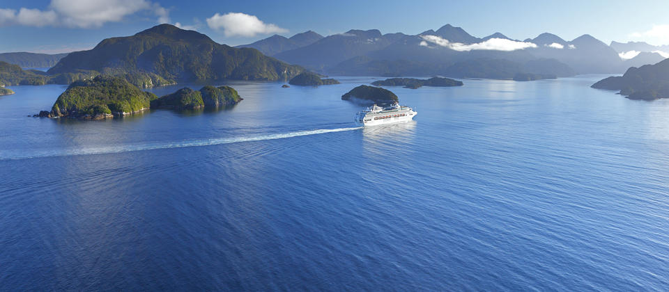 Cruising in the picture-perfect Marlborough Sounds