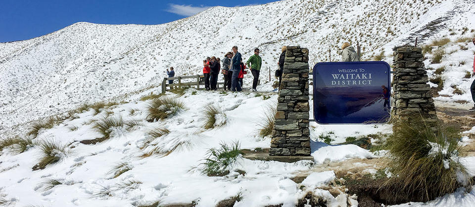 lindis-pass-snow-lookout.jpg