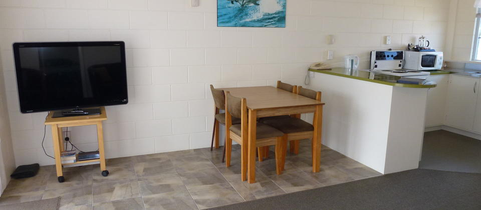 Mana-Nui Motel two bedroom unit open plan lounge kitchen area. Whitianga accommodation.