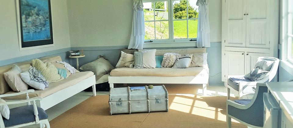 Sunny living with daybeds