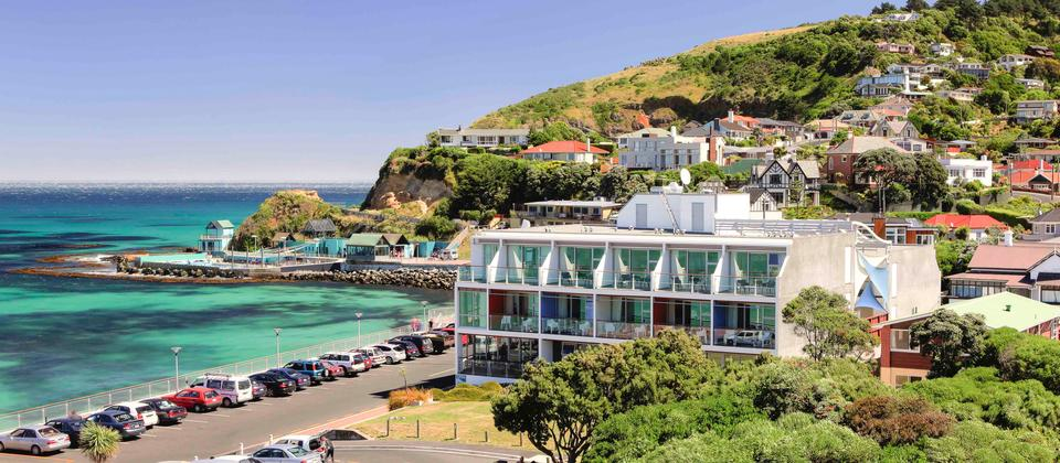 Beachfront Dunedin accommodation with seaviews at the St Clair Beach Resort- Dunedin.
