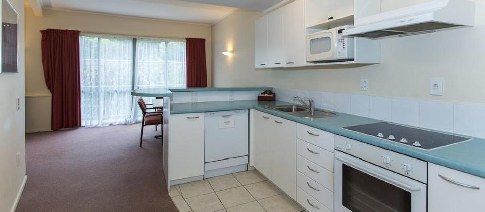 Fernhill Motor Lodge_Room Kitchen