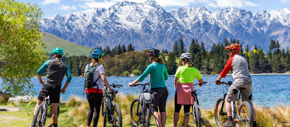 Riding with friends along the Queenstown Trail
