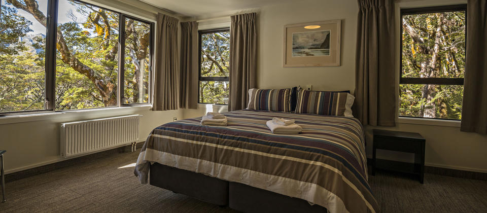 Private room with ensuite on the Routeburn Track Guided Walk