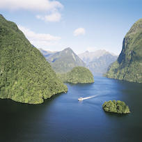 Doubtful Sound cruise.jpg
