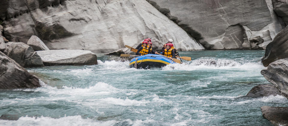 Rafters set off on the calm waters of the Shotover River to learn to paddle before the whitewater rapids!
