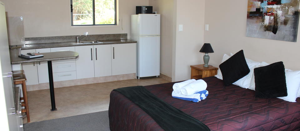 motel unit 2 bedroom.JPG