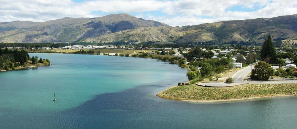 Cromwell next to Lake Dunstan New Zealand 1