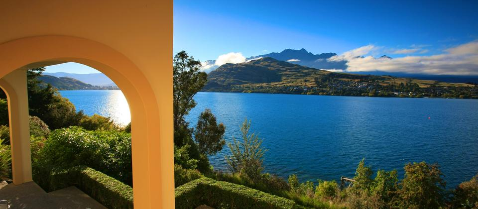 Superb lake and mountain views from all apartments. Villa Del Lago Apartments, Queenstown.