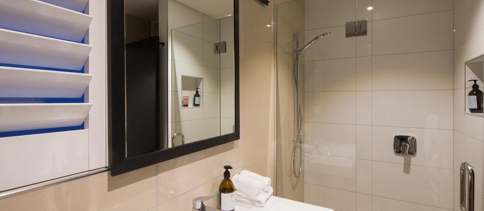 2nd Bathroom (Copy).jpg