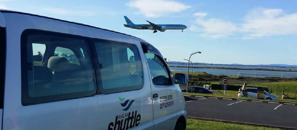 Raglan Shuttle waiting for flights to arrive at Auckland International Airport larger.png