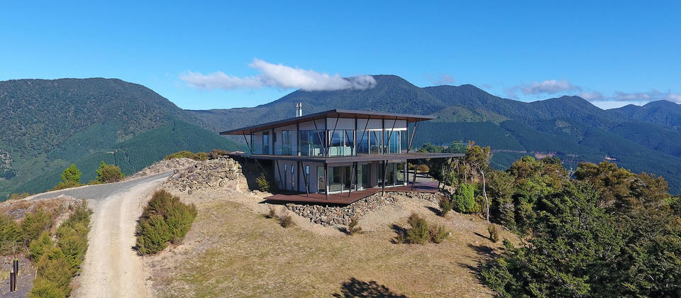 Luxury holiday house on top of a mountain with 360* views of the ocean and mountains