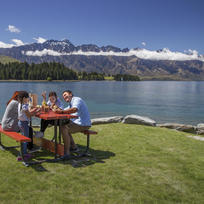 Menikmati fergburger di Queenstown