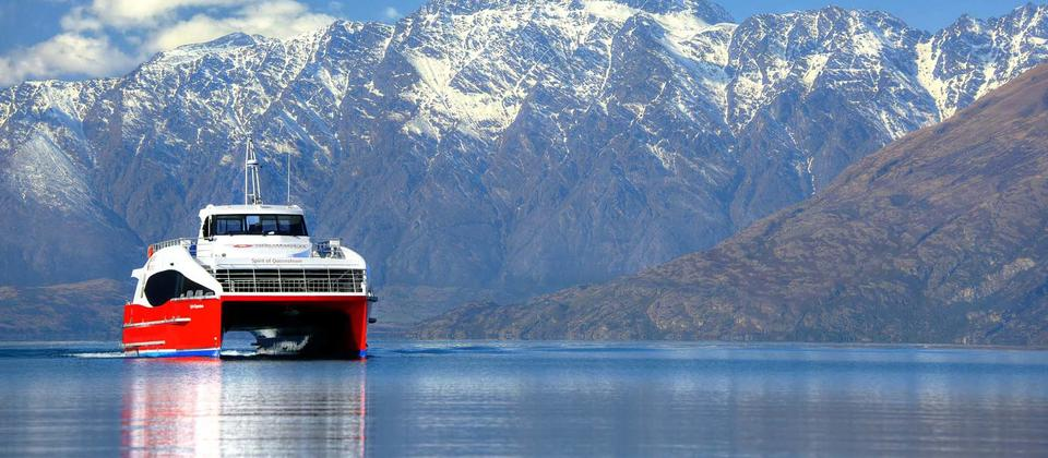 The Spirit of Queenstown Scenic Cruise di Lake Wakatipu akan membuat anda terhanyut dalam keindahan  Mt. Nicholas High Country Farm.